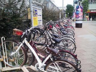 結構まともな自転車も止まって ...